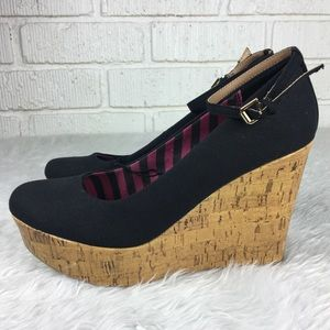 """Report """"Lucy"""" Wedges NWOT 8.5"""